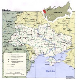 Political and administrative map of Ukraine with roads and cities.